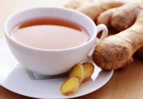 Lo zenzero è una delle bevande calde contro i dolori mestruali