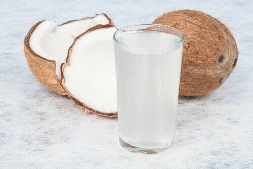 Acqua di cocco bicchiere