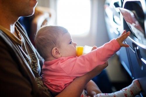 Affrontare un lungo viaggio con un neonato