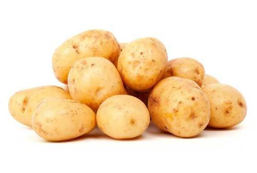 Alcune patate fresche