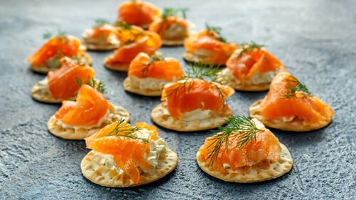 Blinis al salmone affumicato e salsa tartara