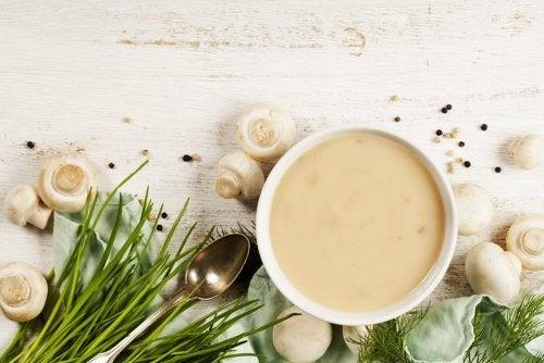 Crema di champignons e aromi