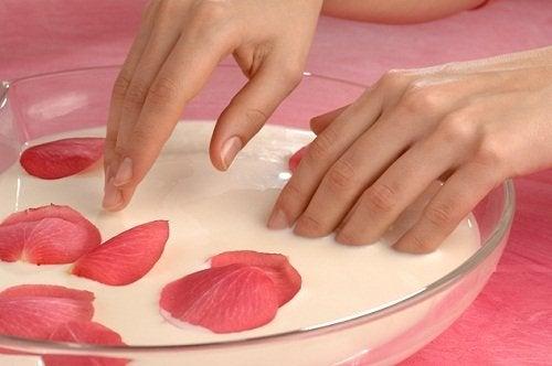 Cura delle mani e dei piedi: esfoliazione e idratazione