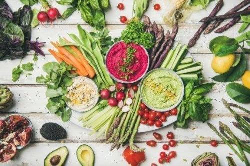 Dieta vegana crudista: benefici e rischi