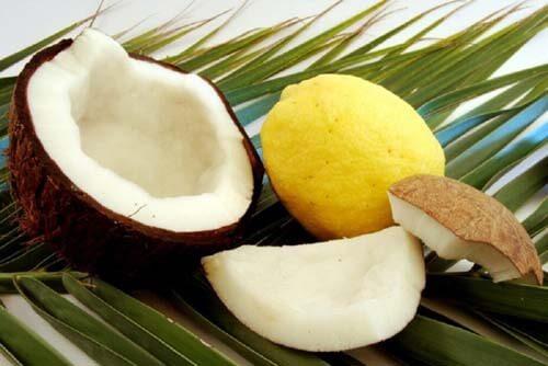 Il cocco fa bene alle unghie fragili