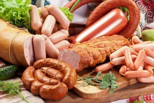 Insaccati e carni processate tra gli alimenti da eliminare dalla dieta