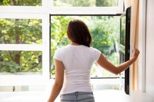 Purificare l'ambiente domestico con 7 accorgimenti