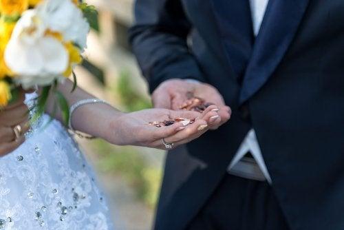 Scambio delle arras matrimoniali durante le nozze
