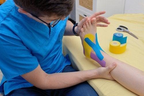Bendaggio neuromuscolare dal fisioterapista