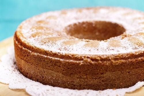 Torta genovese con zucchero a velo