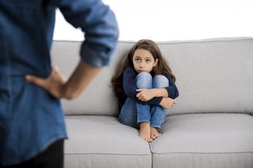 Il bambino si comporta male, cosa fare?