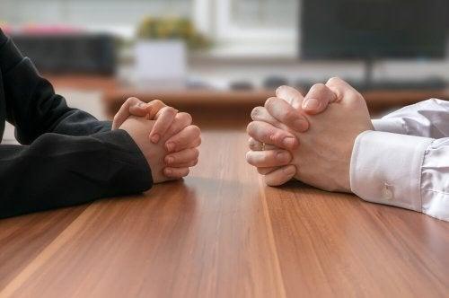 Confrontarsi con altre persone