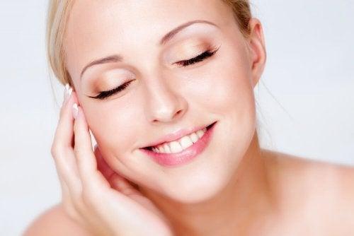 Truccare la pelle grassa del viso