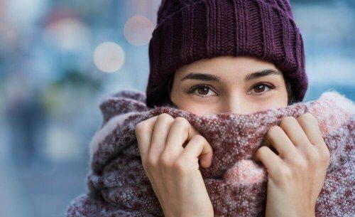 Perché le donne sentono più freddo degli uomini?