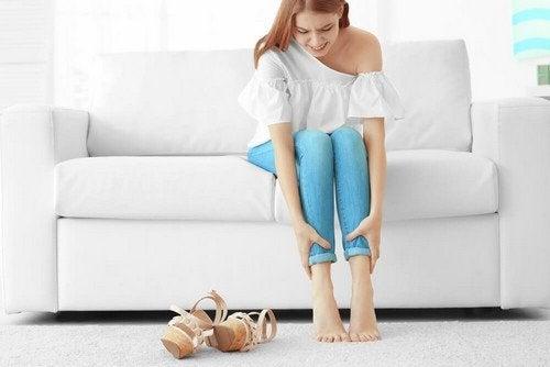 Alleviare il dolore e il senso di pesantezza alle gambe