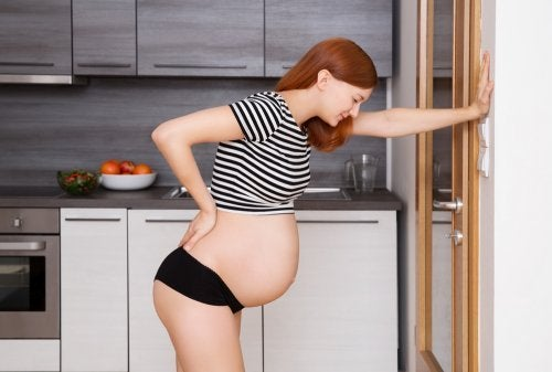 Ragazza incinta ha le contrazioni