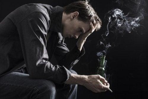 Ragazzo beve e fuma