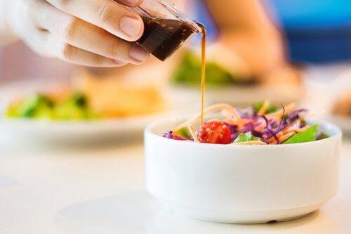 5 salse per insalata a basso contenuto calorico