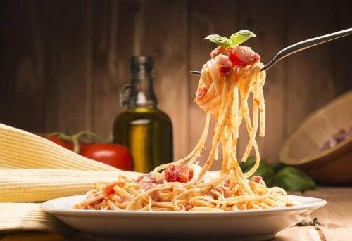 Spaghetti all'amatriciana ricette di pasta italiane