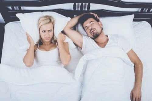 Come comportarsi se si soffre di apnea notturna