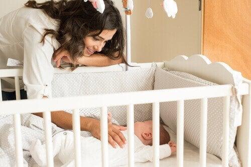 Aiutare un neonato ad addormentarsi