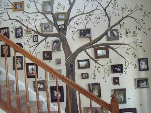 Appendiabiti da parete stile arboreo