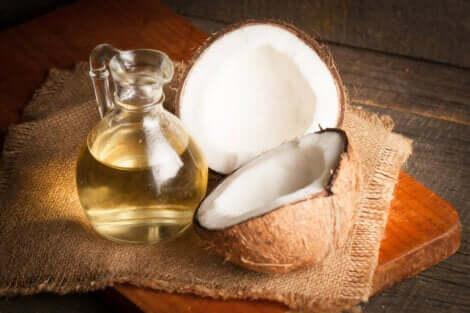 Olio di cocco per pulire l'ombelico.