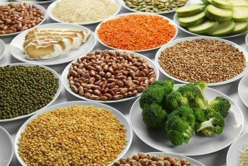 Piatti con legumi e verdure ricche di ferro