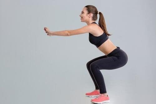 Esercizi da realizzare a casa, squat