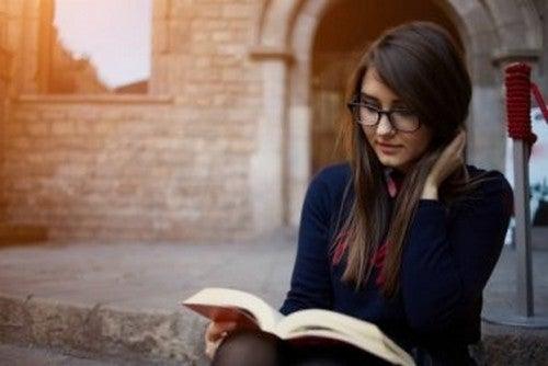 Leggere alcuni minuti al giorno: 7 benefici