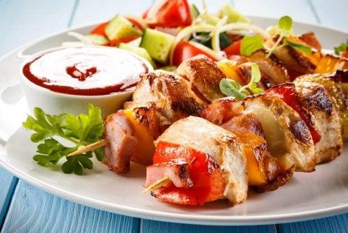 Spiedini di pollo per una deliziosa grigliata