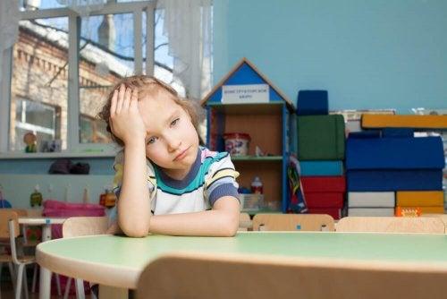 Bambina stressata