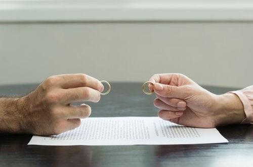 Superare un divorzio traumatico con questi consigli
