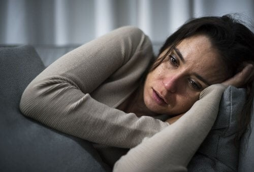 Donna affetta da depressione