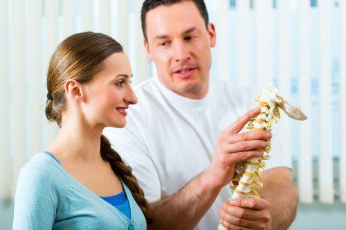 Rinforzare la colonna vertebrale con 5 esercizi