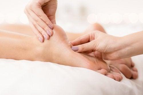 Massaggio contro il bruciore dei piedi