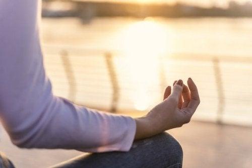 Meditare al tramonto