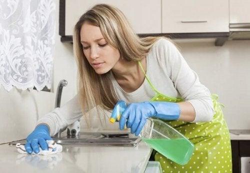 Disinfettante multiuso per la cucina