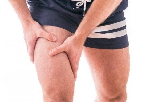 Contrastare l'osteoartrite rafforzando i quadricipiti