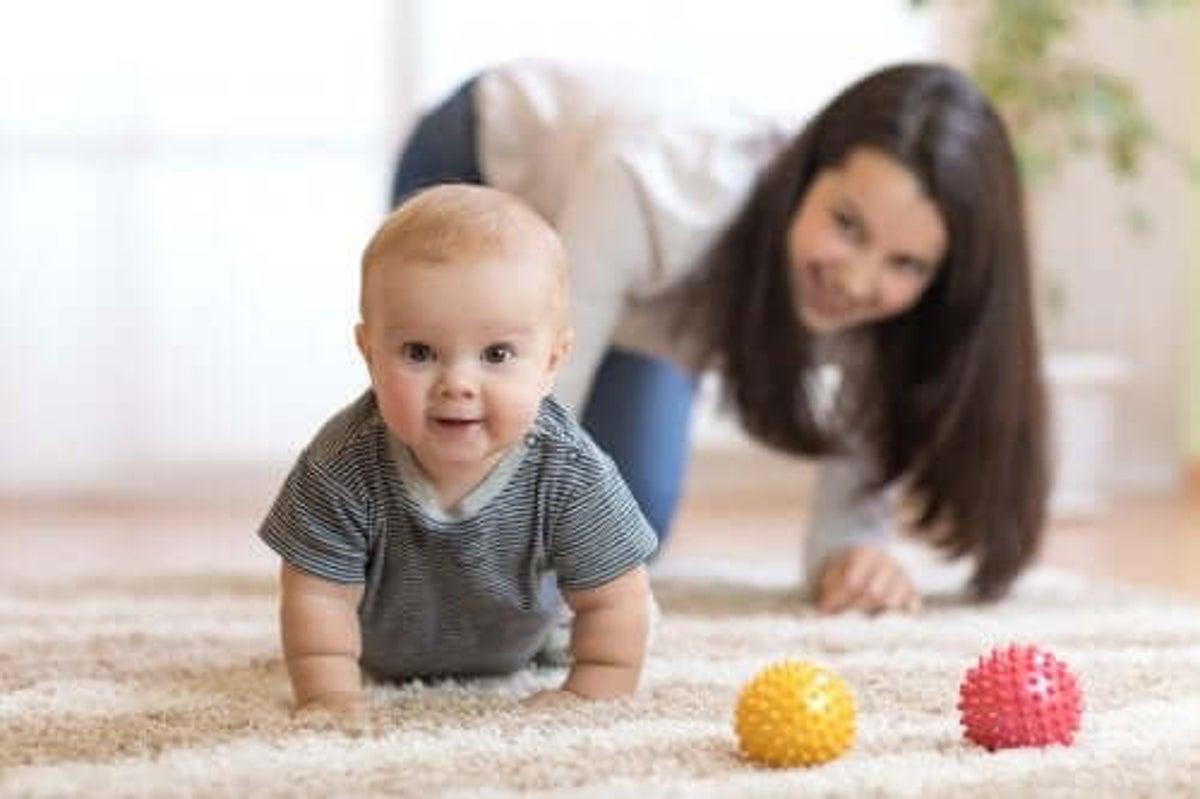 Quando Inizia A Gattonare Neonato come stimolare il bambino a gattonare - vivere più sani