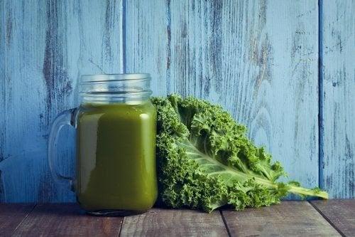 Vellutata di cavolo riccio e spinaci ricca di vitamine