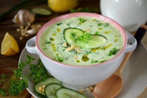 Zuppa di cetriolo e avocado: leggera e rinfrescante