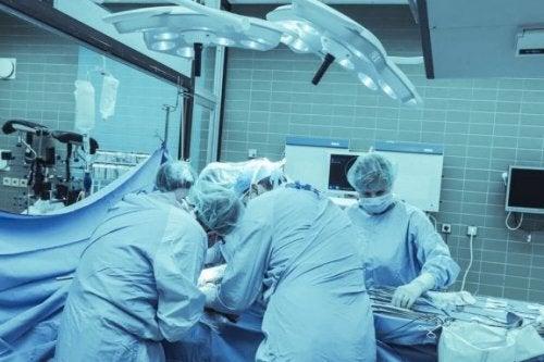 Chirurgia cerebrale emisferectomia