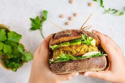 Hamburger vegani: 2 varianti da provare