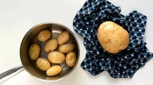 Detersivo fa-da-te con le bucce delle patate