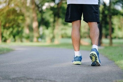 Andare a camminare: 8 ragioni per farlo