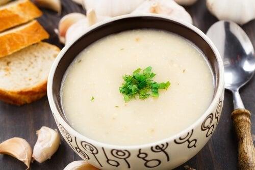 Zuppa all'aglio bianca