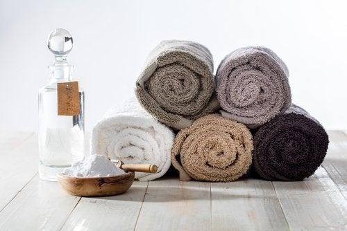 Lavare gli asciugamani con il bicarbonato