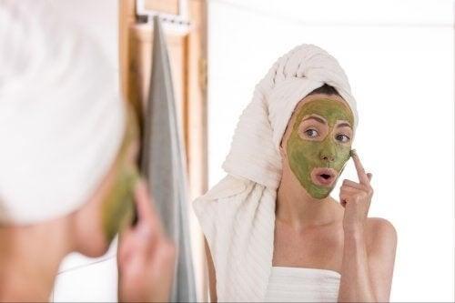 Combattere l'acne con il tè verde