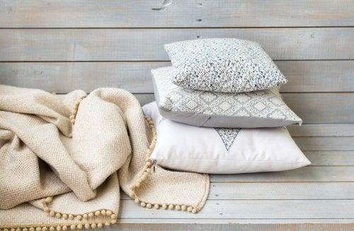 Cuscini decorati con canutiglia
